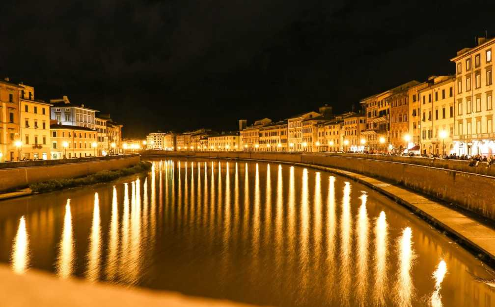 Arno river at night