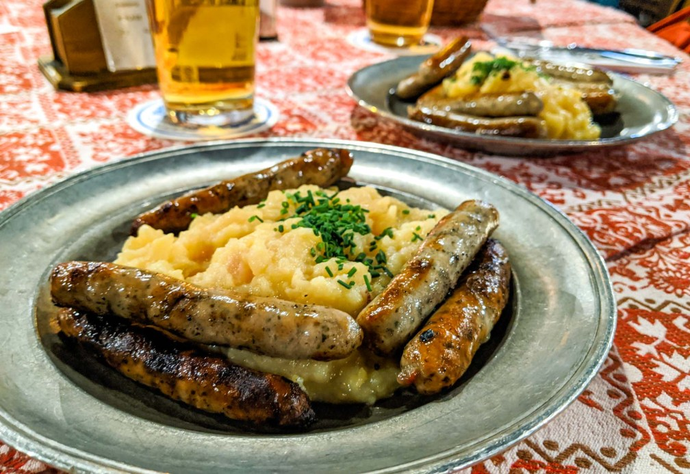 Bratwurst-Glöckl am Dom