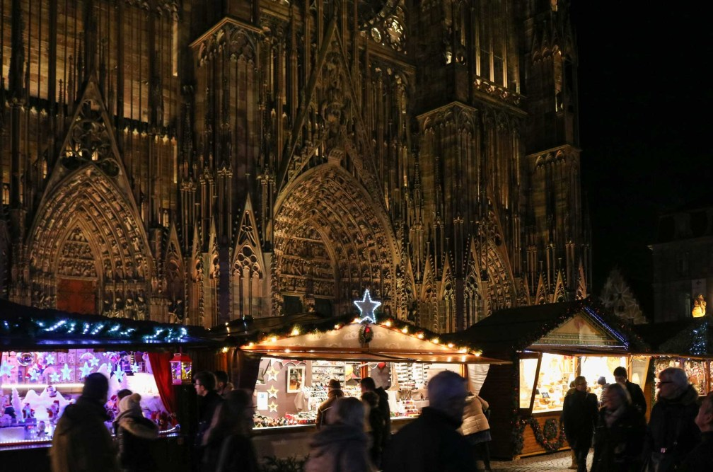 Place de la Cathédrale Страсбургские рождественские ярмарки Почему вы должны посетить Страсбургские рождественские ярмарки strasbourg place cathedrale