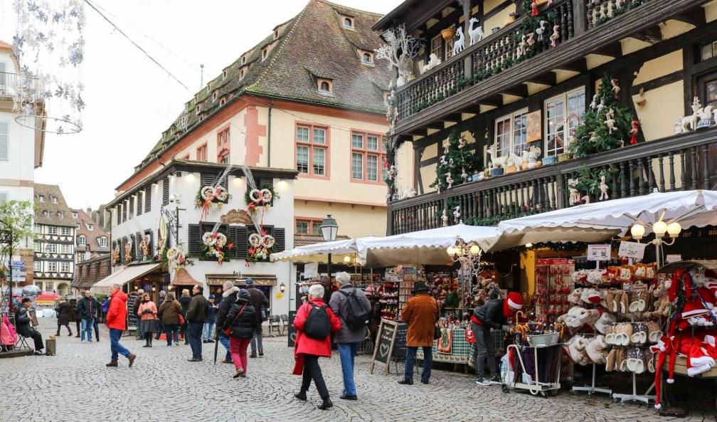 Площадь дю Шато Страсбургские рождественские ярмарки Почему вы должны посетить Страсбургские рождественские ярмарки strasbourg place chateau
