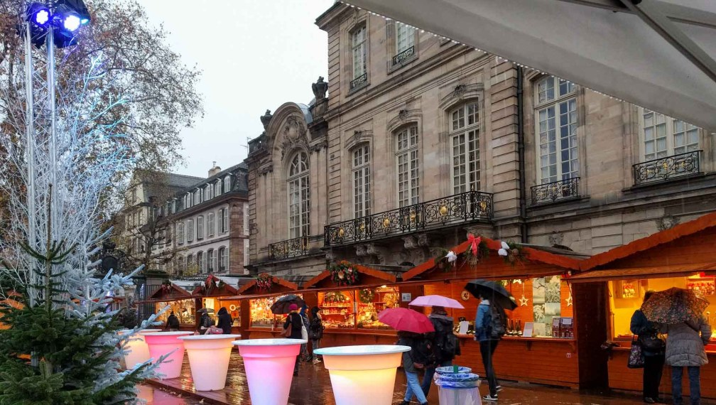Place du Marché aux Poisson Страсбургские рождественские ярмарки Почему вы должны посетить Страсбургские рождественские ярмарки strasbourg place marche poisson