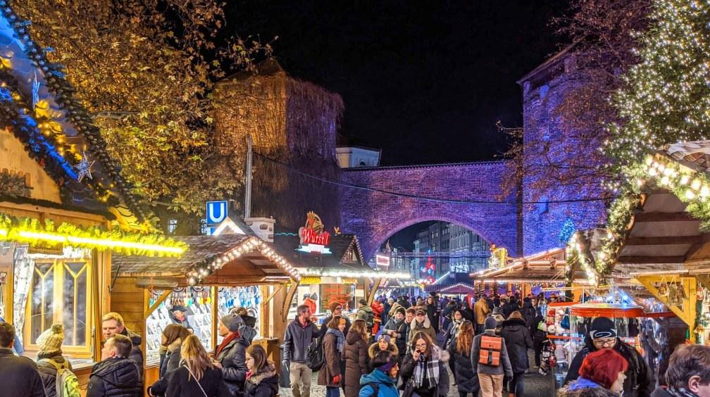 Christkindlmarkt am Sendlinger Tor Лучшие рождественские рынки в Мюнхене Лучшие рождественские рынки в Мюнхене (путеводитель по 2020 году) munich christkindlmarkt sendlinger tor