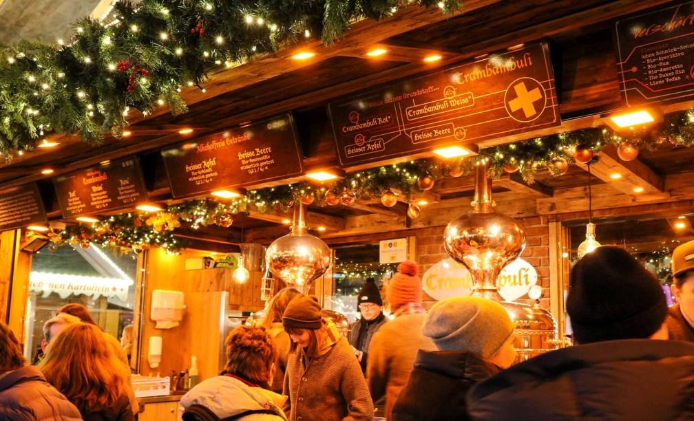 Feuerzangenbowle Лучшие рождественские рынки в Мюнхене Лучшие рождественские рынки в Мюнхене (путеводитель по 2020 году) munich feuerzangenbowle