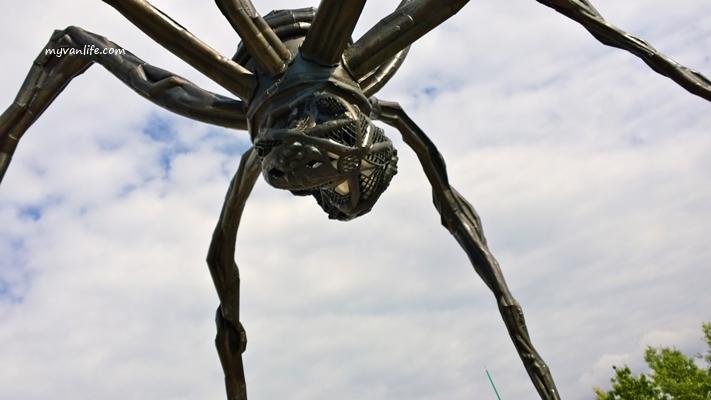 渥太華遊記|遇見外表邪惡,內心溫柔的巨大蜘蛛《母親》