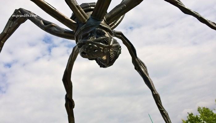 加拿大旅遊渥太華國立美術館前的蜘蛛公共藝術《母親》