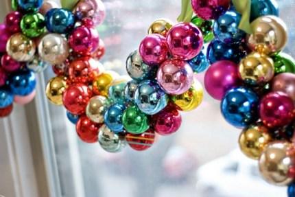 5234110-650-1450249926-ornament-garland-1