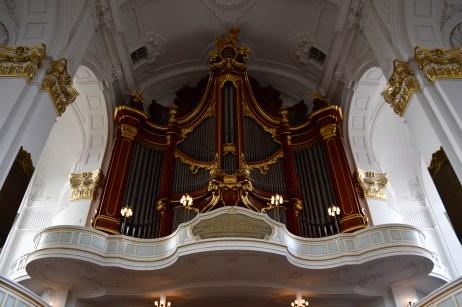 Giant organ