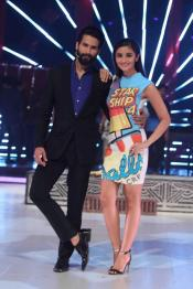 Mumbai: Actors Shahid Kapoor and Alia Bhatt during the Super finale of reality dance show Jhalak Dikhhla Jaa Reloaded, in Mumbai, on Oct. 7, 2015. (Photo: IANS)