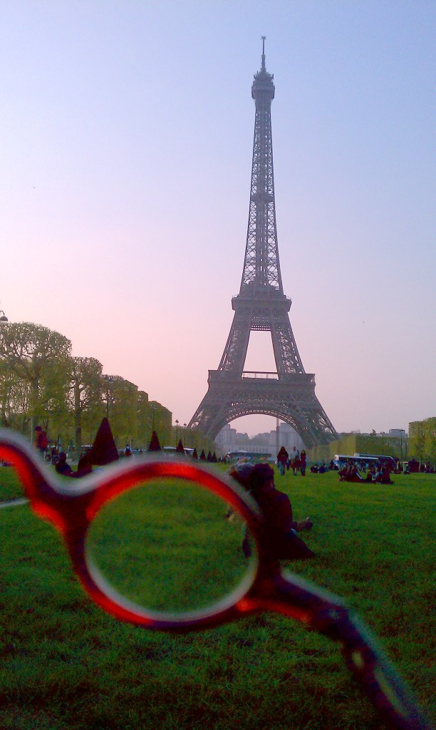 eiffel tour.glasses2