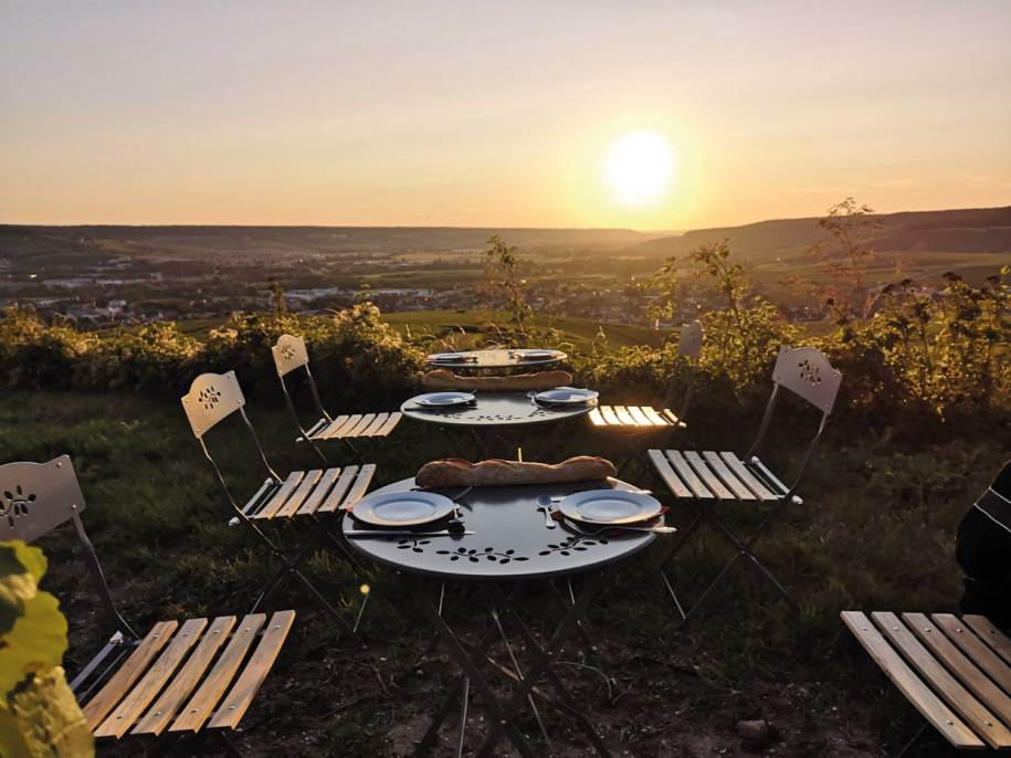 Sunset Picnic - Wine tours in Champagne in a vintage van Reims Epernay