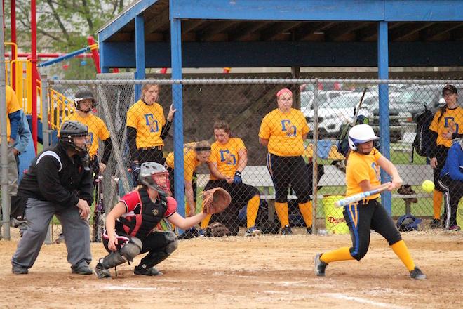 DE 5'19'16 softball 4643