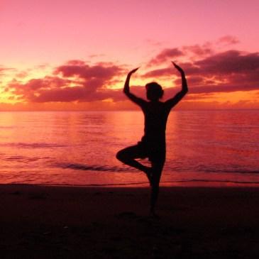 Yoga zonsondergang strand Australië