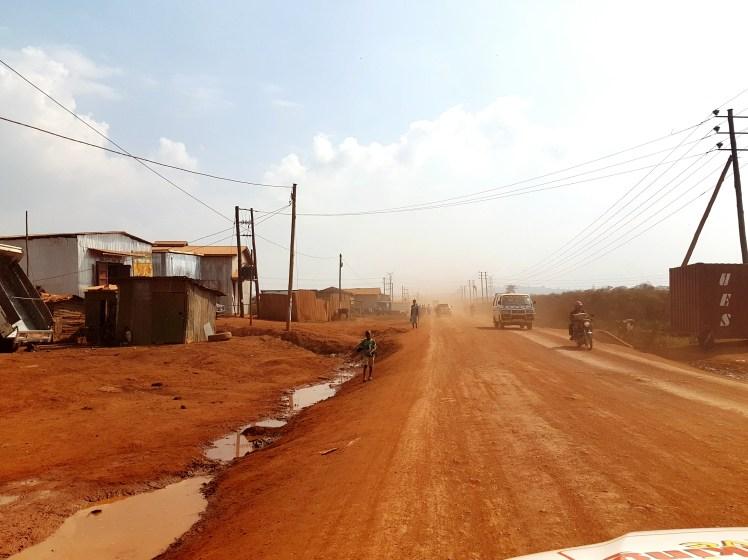 Rode zandweg Kampala Oeganda
