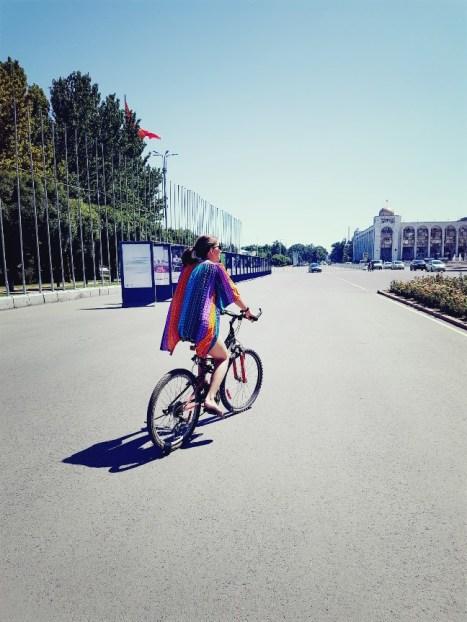 Fietsen door Bishkek Kirgizië