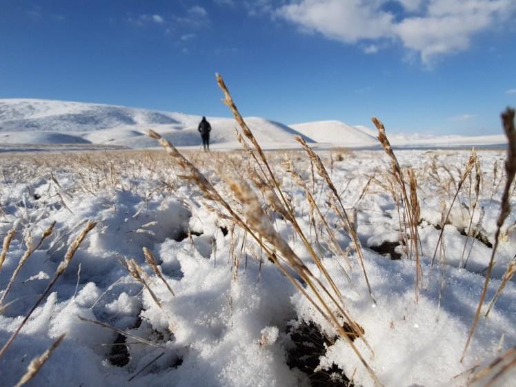 Kirgizië bergen kamperen tent sneeuw