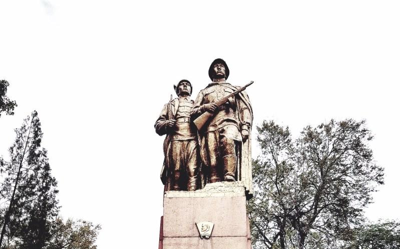 Monument aan de helden van Komsomol jaren '20 en '40 Bishkek Kirgizië