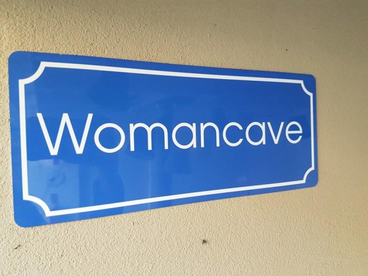 Womancave bordje