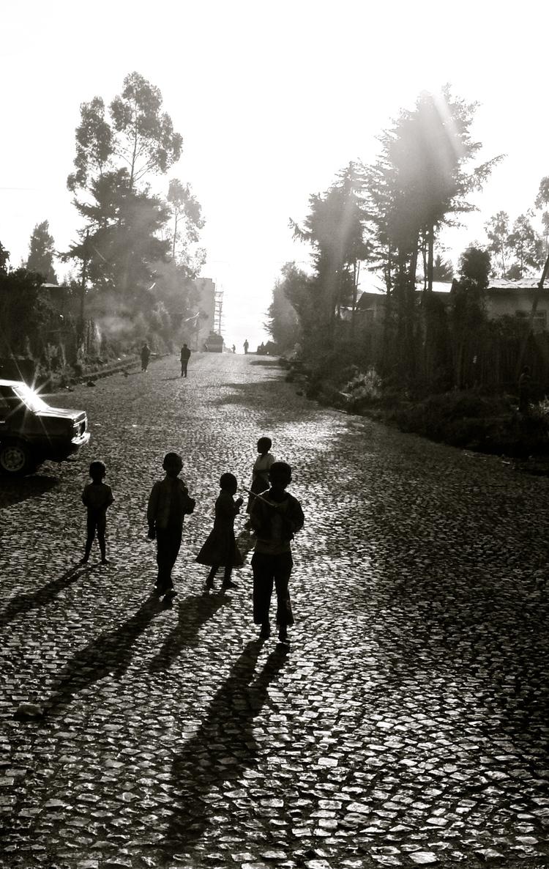 Ethiopië kindjes op straat zwart-wit