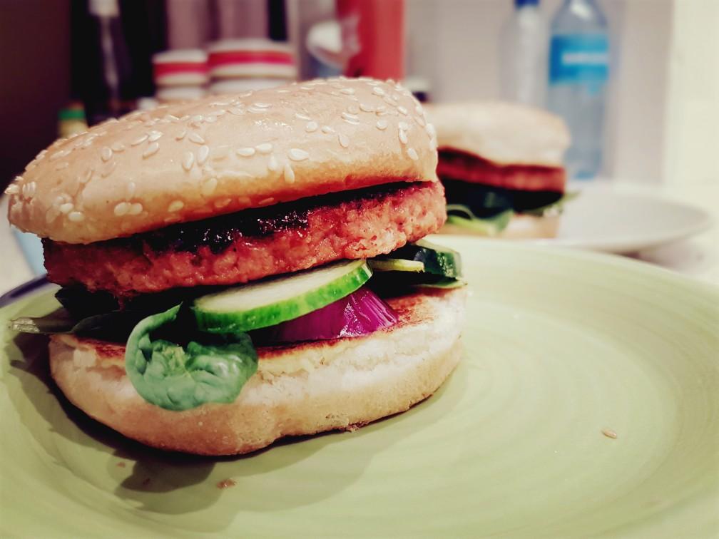 Volledig veganistische hamburger