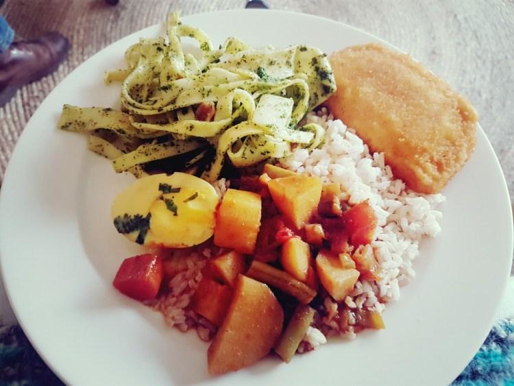 Pasta, rijst, curry, eieren in kokos en een kaassoufle