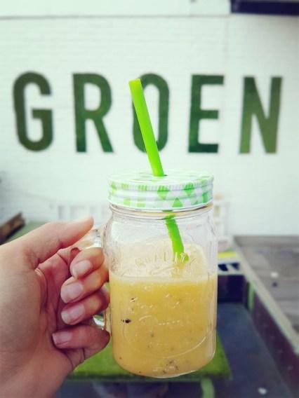 fruit smoothie met passievrucht en sojayoghurt
