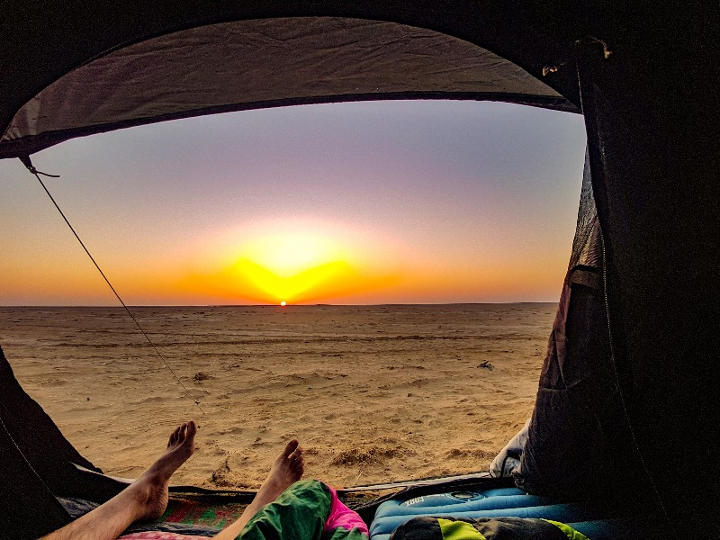 Filim beack kamperen zonsopkomst Oman