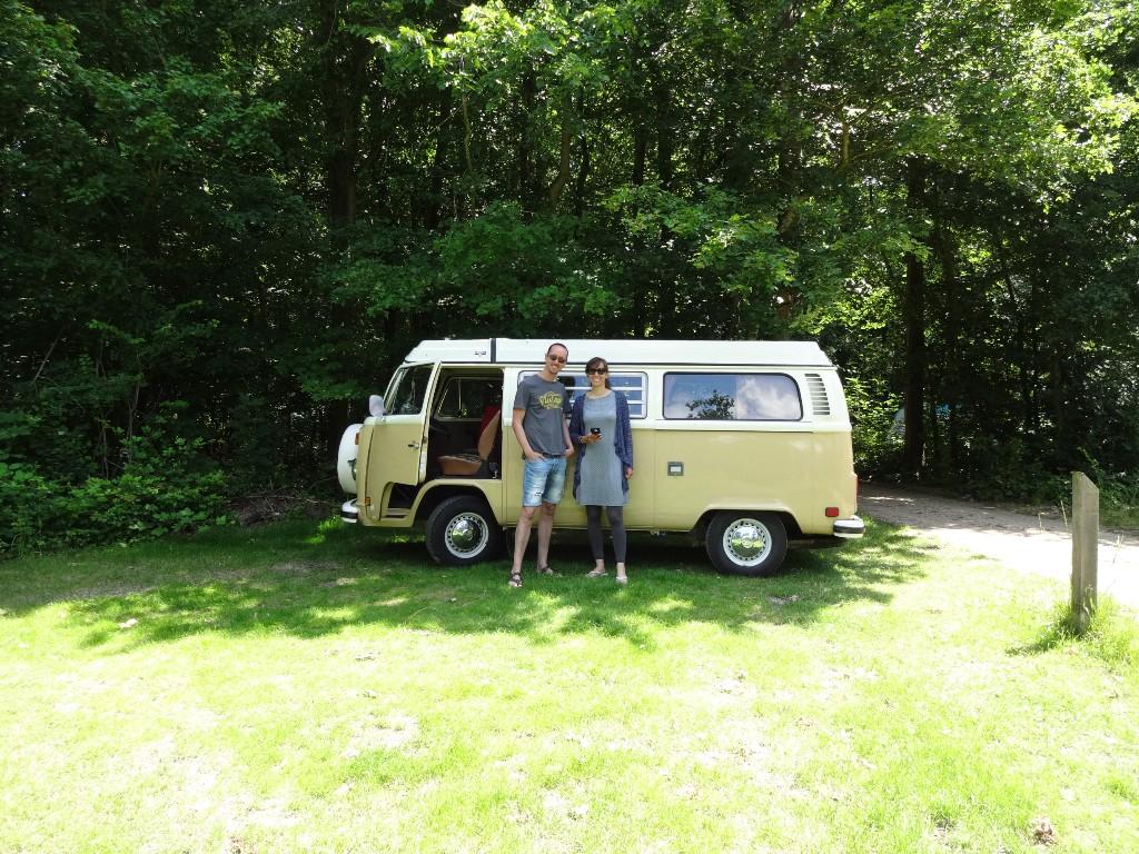Retro Volkswagen busje kamperen Zeeland