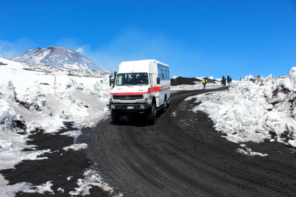 Etna, autobus pro turisty