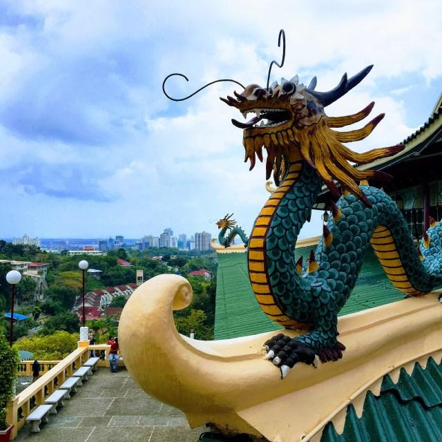 高い所にあるお寺からの眺め
