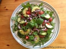 Tomato, avocado and sprouts salad. Sałatka z awokado, pomidorów i kiełków.