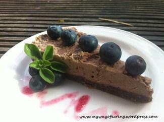 Delicious raw vegan chocolate cheesecake. Wegański czekoladowy sernik na zimno.