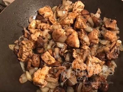 курица грибы и лук