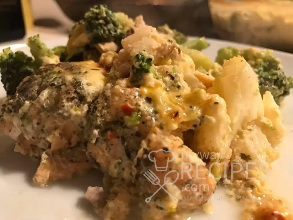 Лосось запеченный с овощами под сырным соусом