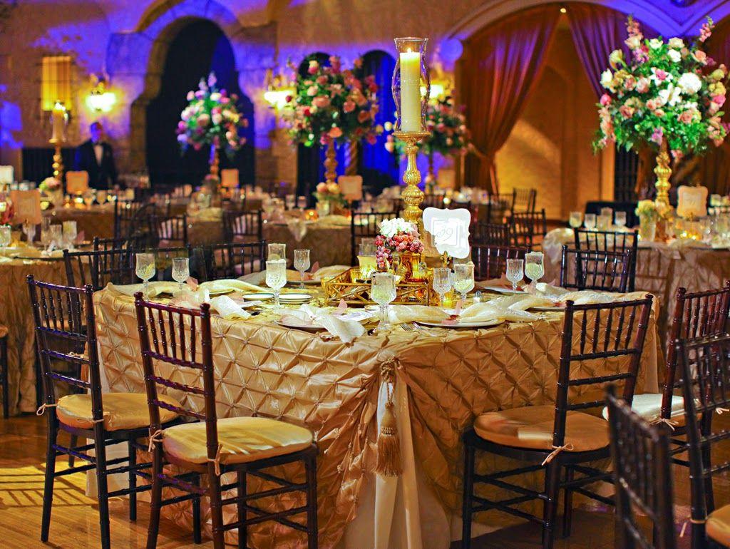 Mesas cuadradas para el Banquete