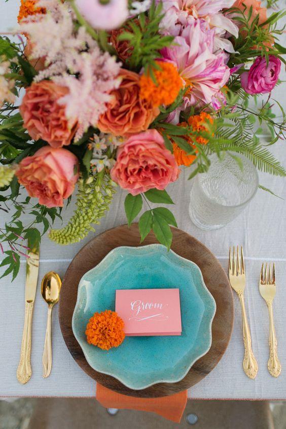 decoración para la mesa de boda living coral pantone 2019