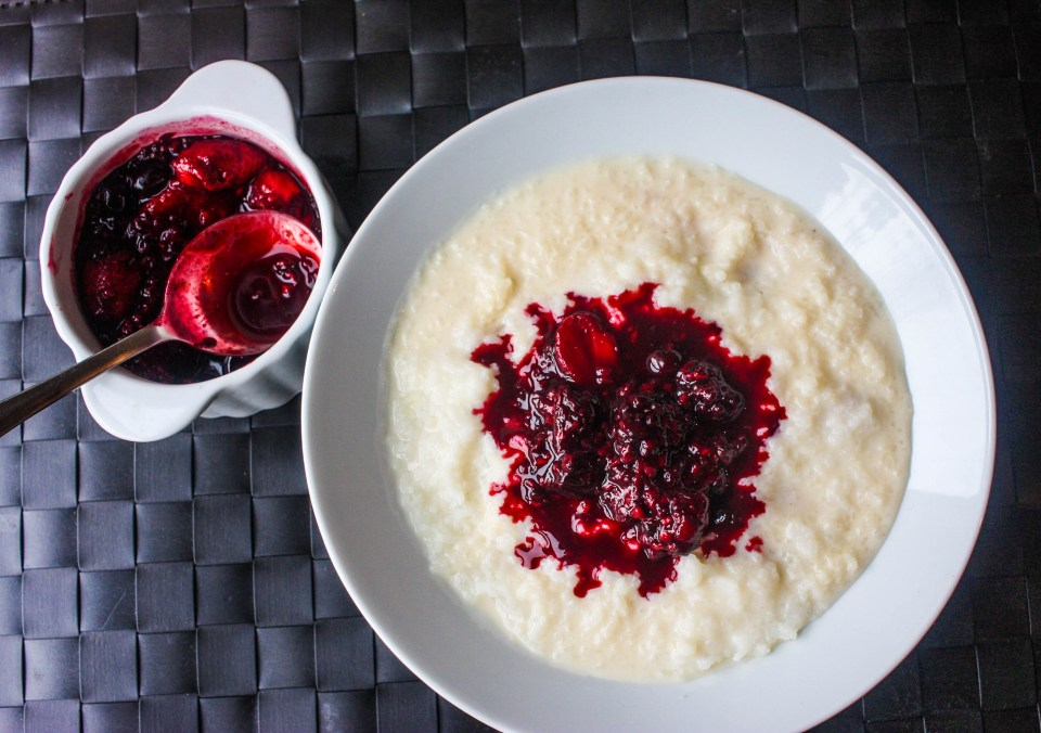 Rice water porridge with stewed berries