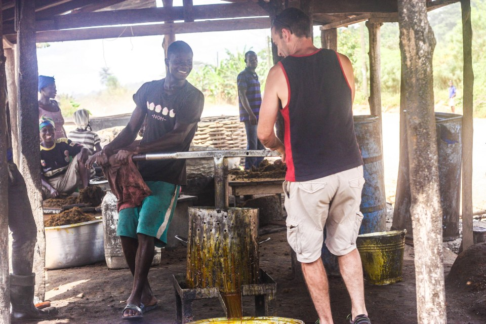 Backpacking from Accra to Cape Coast: Extracting palm oil the Ghana way