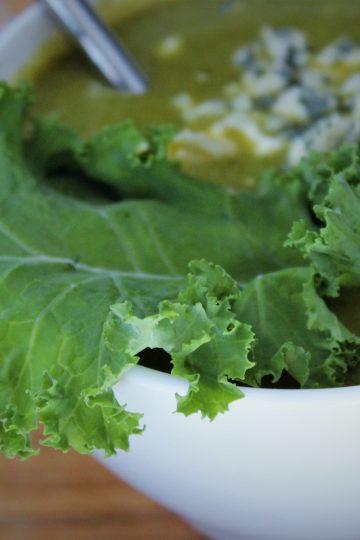 Кето супа от броколи с листни зеленчуци