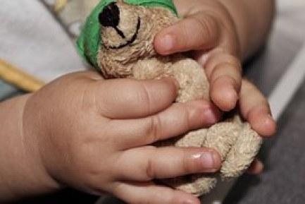 control hands with teddy bear
