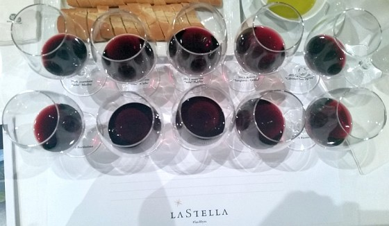 LaStella Maestoso and Fortissimo wines in glasses