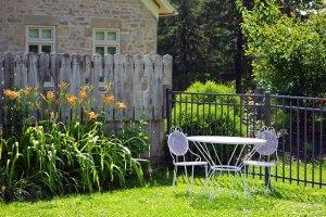 Garden patio (Image by Quinn Kampschroer from Pixabay)