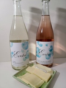 Evolve Cellars Elan Effervescence, NV and Pink Effervescence, NV with a selection of brie, cheddar, and gouda cheeses