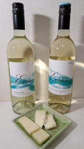 Evolve Cellars Viognier and Sauvignon Blanc 2018 with Cheddar and Brie cheese pairings