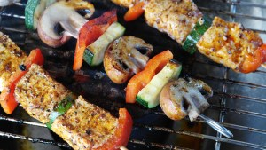 Skewers on the BBQ (Image by RitaE from Pixabay)