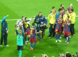 Goal Keeper Valdes lifting the trophy