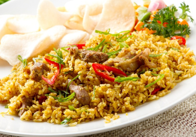 Whats the difference between biryani and fried rice my words fried rice has a chinese flavour while biryani has sweet aroma of indian spices though both uses pepper green chillies ginger garlic and coriander ccuart Image collections
