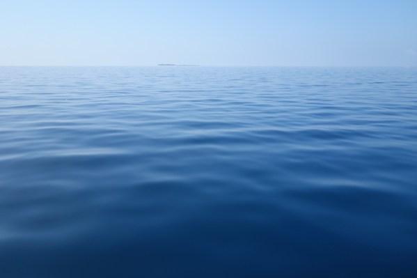 Das blaue Meer der Malediven
