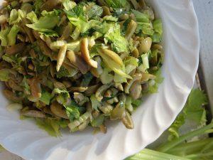 Sizilianisches Gericht, Salat von grünen Oliven mit Sellerie