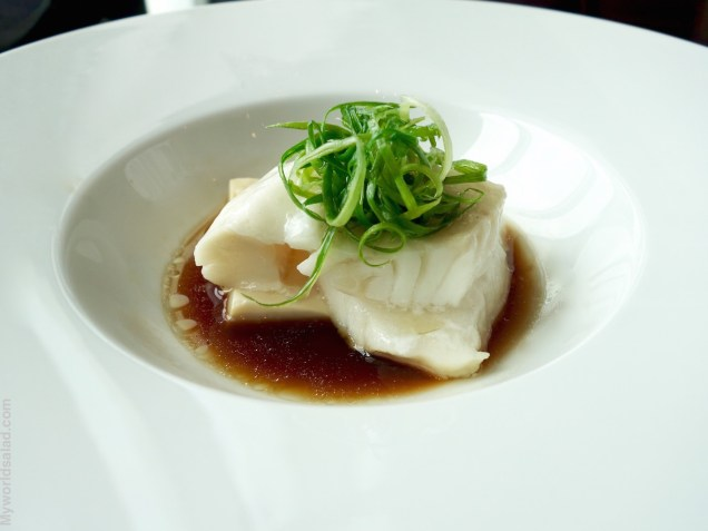 "Filet vom ""Cod"" in Dashibrühe mit Algen im Restaurant Yen in Taipei"