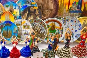 Souvenirs aus Barcelona, Teller und Flamencotänzer aus Plastik